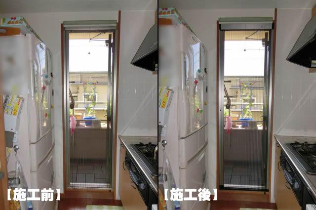 勝手口ドアに網戸取付工事 リクシル しまえるんですα 名古屋市