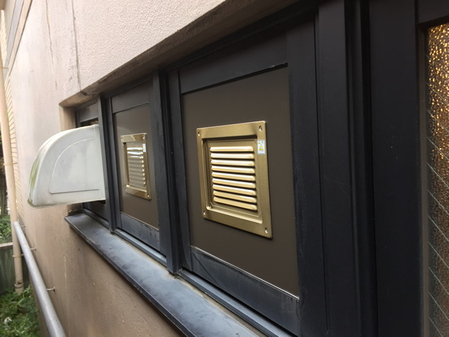 排煙窓のガラスを換気口(ガラリ)へ取替工事 名古屋市千種区