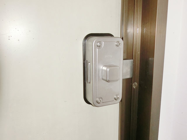 勝手口ドアへの防犯対策 補助錠取付工事 名古屋市千種区