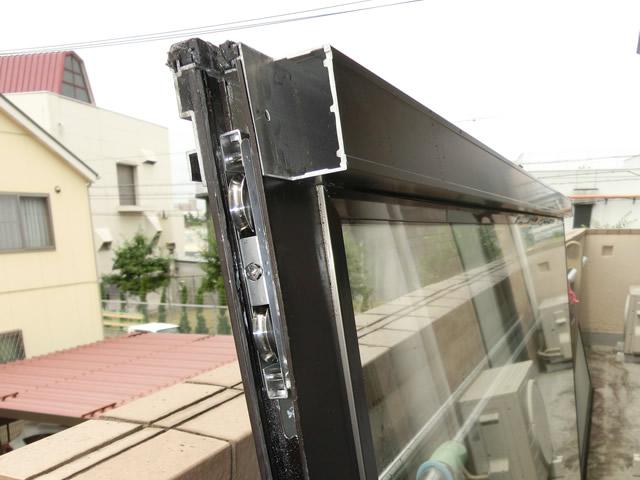 サッシ戸車修理、交換 窓の開閉がしづらい 名古屋市千種区