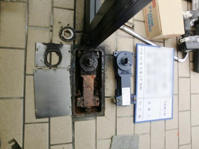 事務所入口ドア開閉不具合 フロアヒンジ取替工事 名古屋市港区