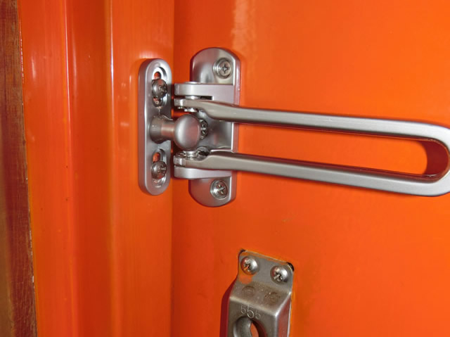 マンション玄関ドアにドアガード取付工事 名古屋市千種区