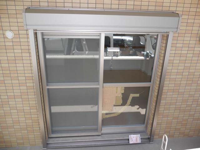 マンション1階ベランダ窓の防犯対策 手動シャッター新設工事 名古屋市