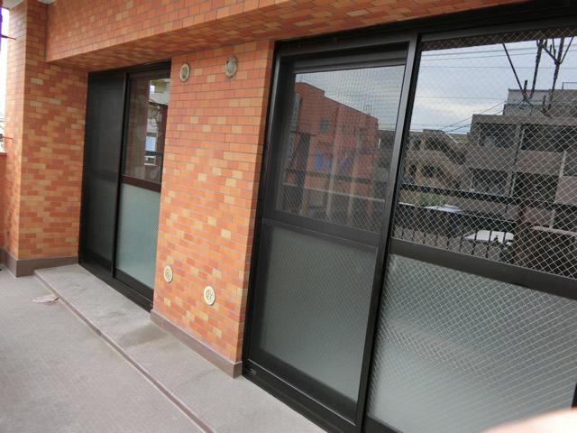 マンション窓の改修工事 サッシカバー工法 名古屋市