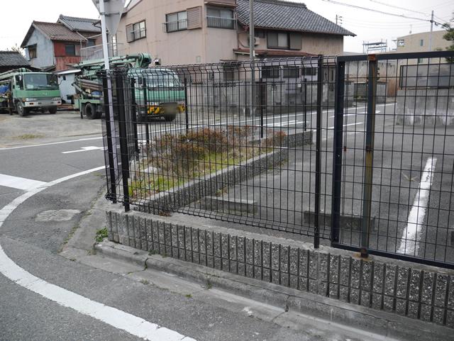 駐車場フェンス取替工事 LIXILハイグリッドフェンスN8型 名古屋市中川区