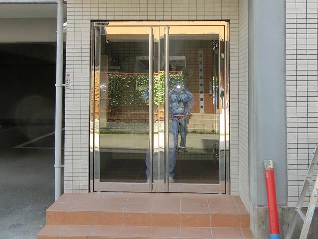 マンションエントランスドアおよびタイル工事 ステンレス両開き框ドア 名古屋市中川区